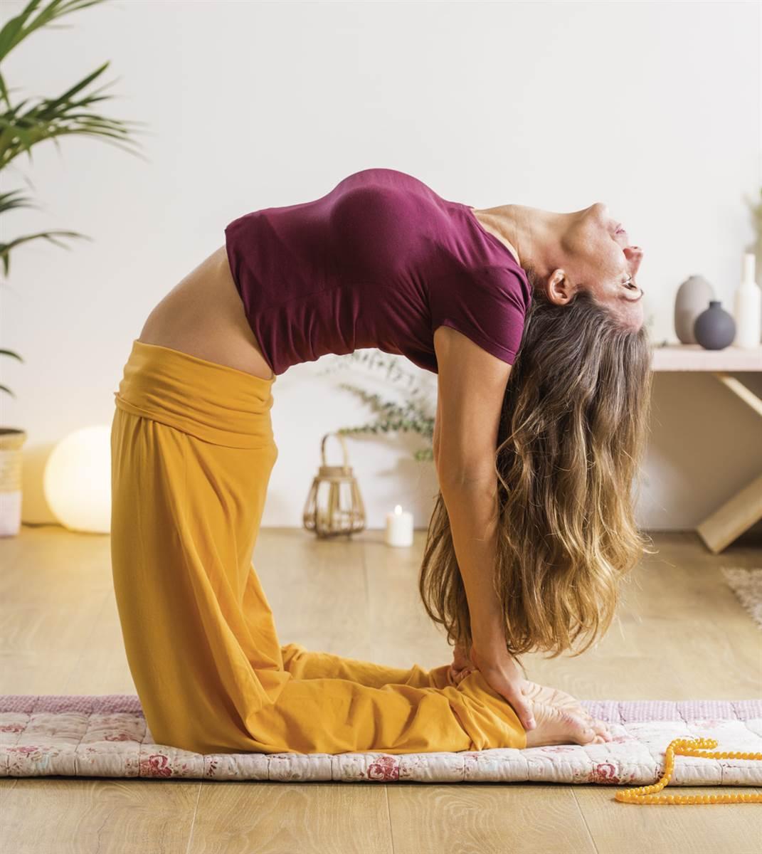 6 posturas de yoga para calmar tu ansiedad 7da4f2e54ca8