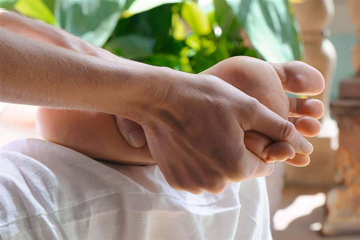 """Resultado de imagen de masaje en los dedos del pie"""""""