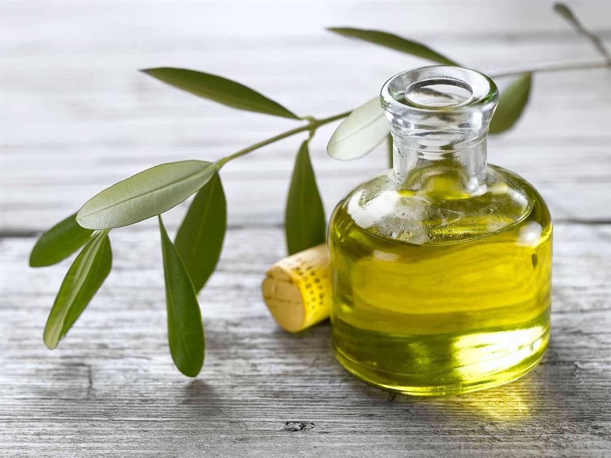 3. Aceite de oliva virgen. 3. Aceite de oliva virgen extra, acompañando verduras y ensaladas