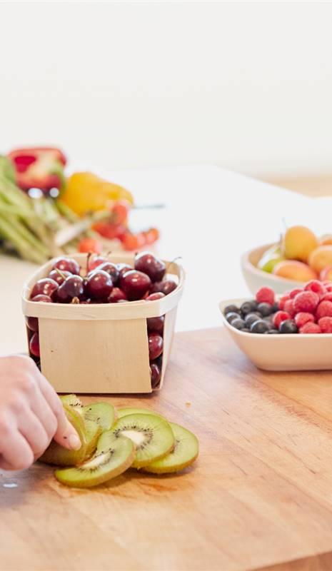 comer solo fruta para adelgazar