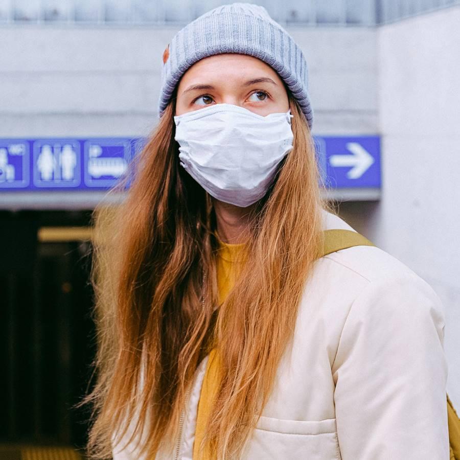 Así puedes desinfectar tu mascarilla (o hacerte una casera si no la tienes)