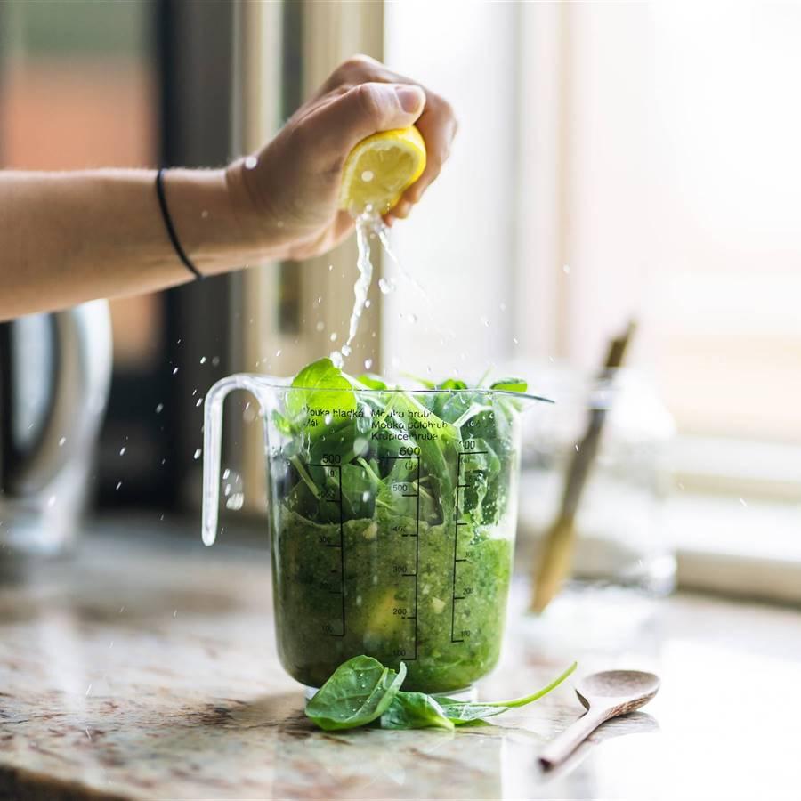 4 zumos supervitamínicos con vegetales y frutas frescas