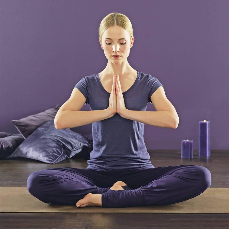 8 posturas de yoga para potenciar tu salud