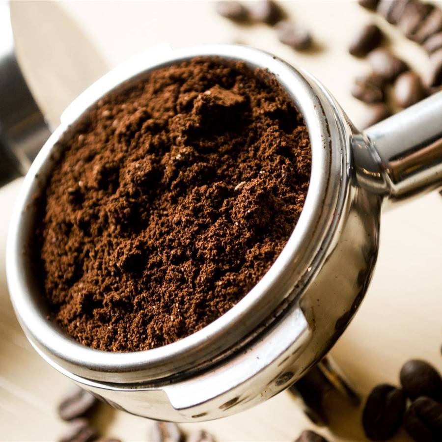 Ahorra dinero reutilizando los restos del café de 13 maneras diferentes