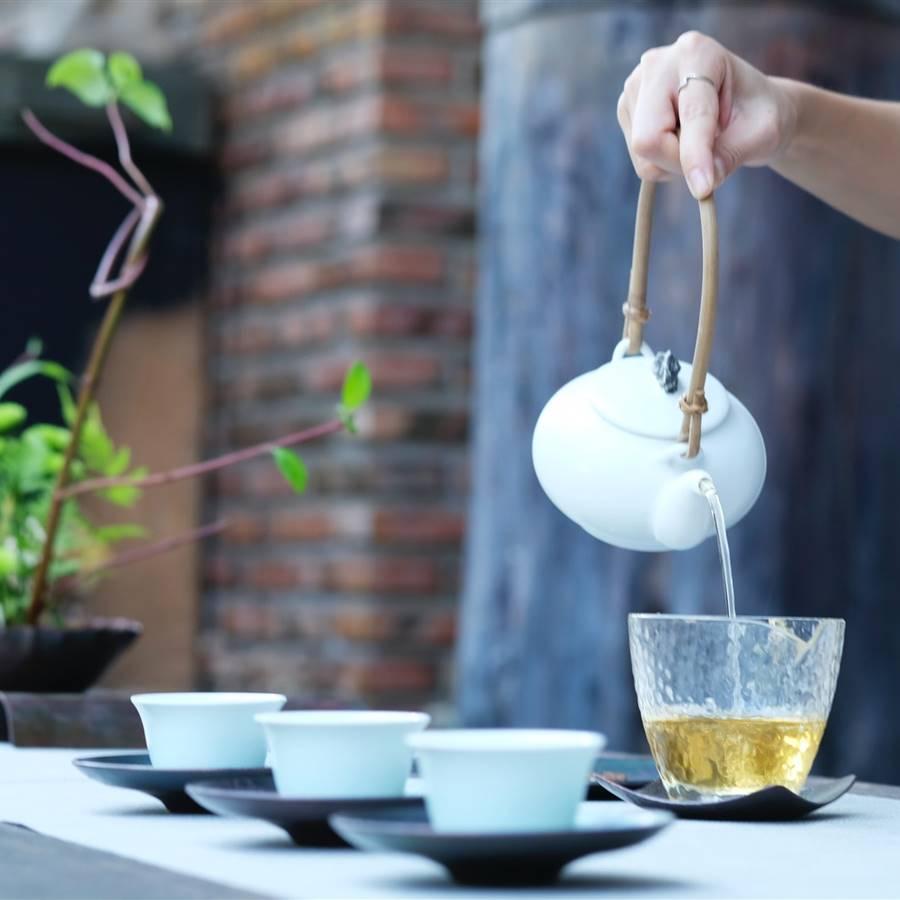 Descubren cómo el té (verde o negro) reduce la tensión arterial