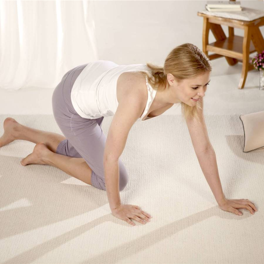 Gatear beneficia a la espalda