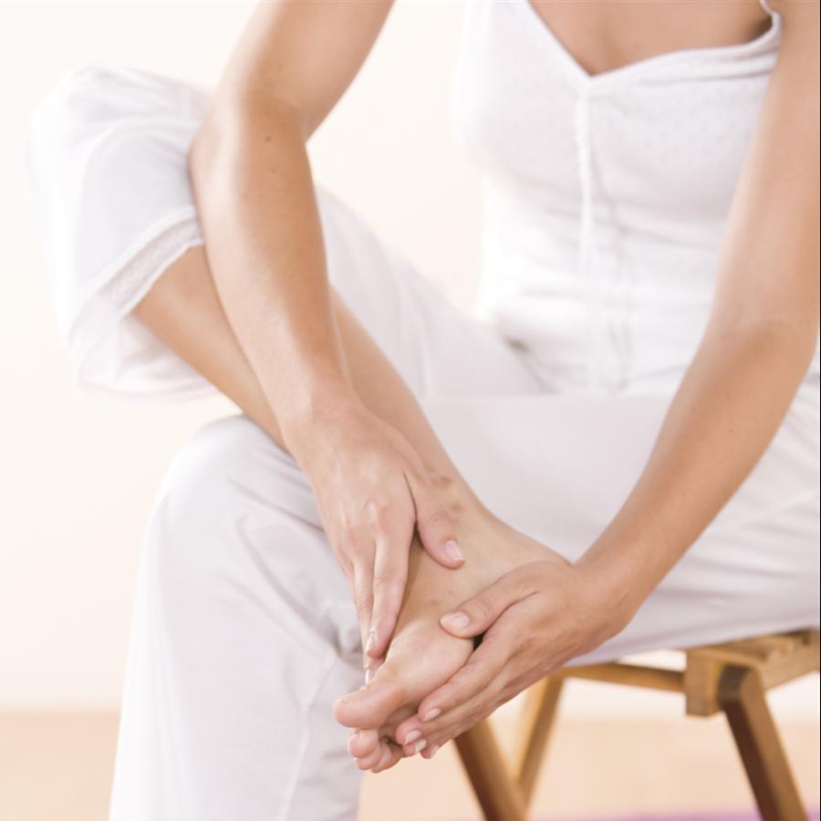 8 ejercicios y masajes para cuidar la salud de tus pies