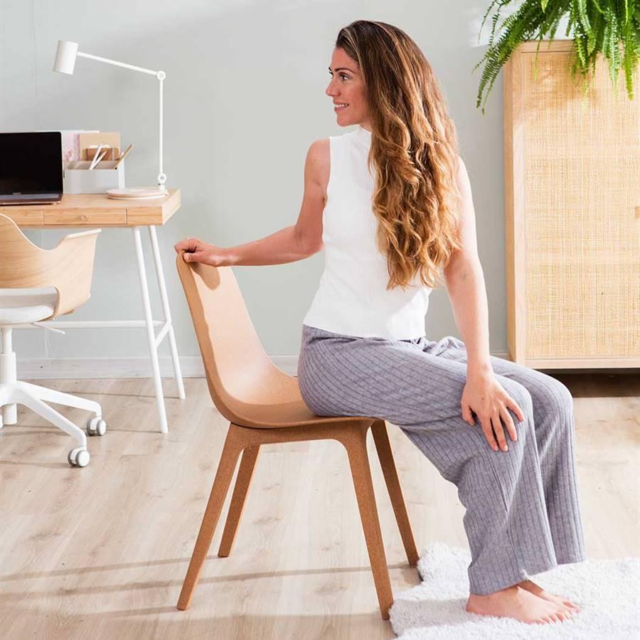 6 ejercicios de yoga para estirar en el trabajo